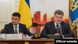 Президент України Петро Порошенко (праворуч) та спікер Верховної Ради Володимир Гройсман. Червень 2015 року