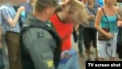 Police violently attack opposition protesters in St.Petersburg.