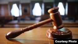 Формирование Конституционного суда откладывалось на протяжении 14 лет неслучайно. В его отсутствие можно было принимать любые законодательные акты без оглядки на Конституцию