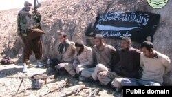تصویری که گروه جیش العدل در بهمن ماه از پنج مرزبان ربوده شده ایرانی منتشر کرد.