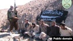 جیشالعدل سوم فروردینماه اعلام کرد که یکی از پنج مرزبان به گروگان گرفته را به دار آویخته است.