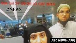 Саед Фарук и Ташфин Малик, подозреваемые в совершении террористического акта в Калифорнии, проходят таможенный контроль в Чикаго