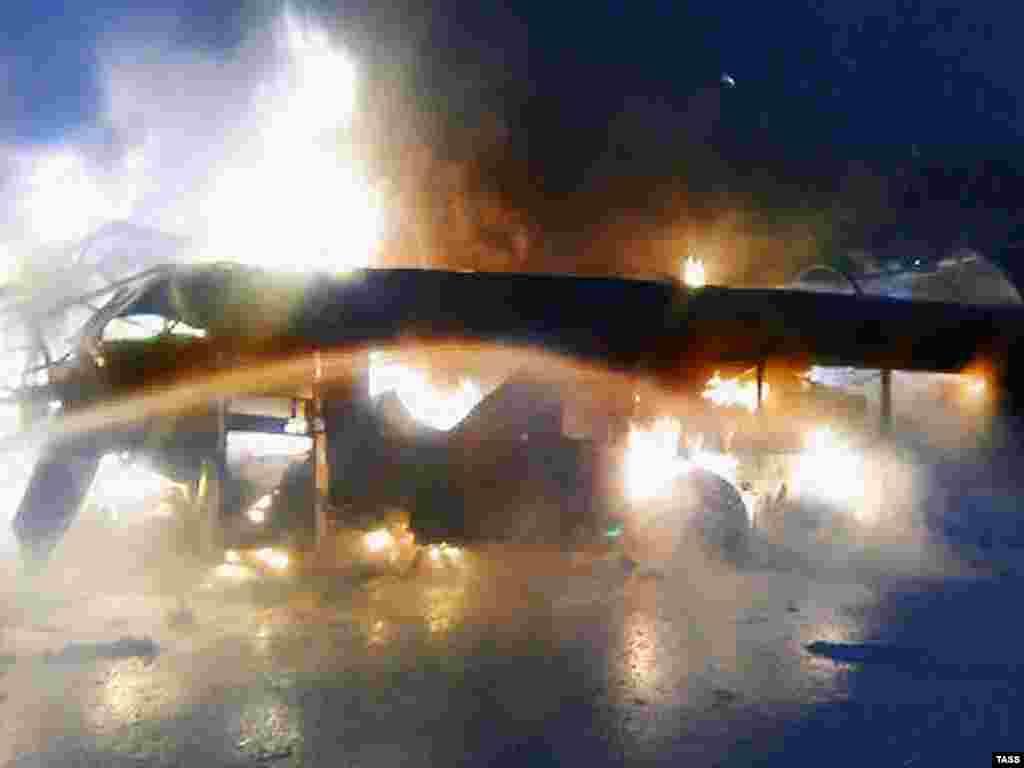 14 человек погибли в ночь с 25 на 26 марта во Владимирской области при столкновении пассажирского автобуса и грузовой фуры. Четыре человека получили ранения (ИТАР-ТАСС)