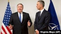 Sekretari amerikan i Shtetit, Mike Pompeo dhe shefi i NATO-s, Jens Stoltenberg