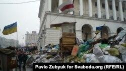 За три месяца протестов центр Киева стал таким