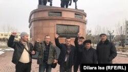 Участники акции в поддержку Кастера Мусаханулы и Мурагера Алимулы. Шымкент, 21 января 2020 года.