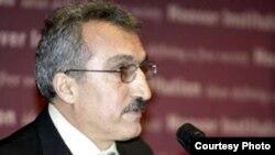 Иранский писатель Аббас Милани.