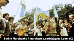 Українська пісня руйнувала СРСР. Перший фестиваль «Червона рута» у 25 фото