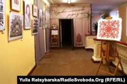 Виставка ілюстрацій до творів Шевченка у техніці витинанки