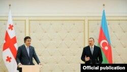 M. Saakashvili və İlham Əliyev Bakıda görüşərkən