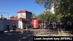 На месте пожара на складе в Москве. 27 августа 2016 года.