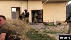 Атамбаевты ұстау операциясы қақтығысқа ұласып, арнайы жасақ қызметкері қаза болды