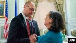 Арсеній Яценюк і Вікторія Нуланд, архівне фото