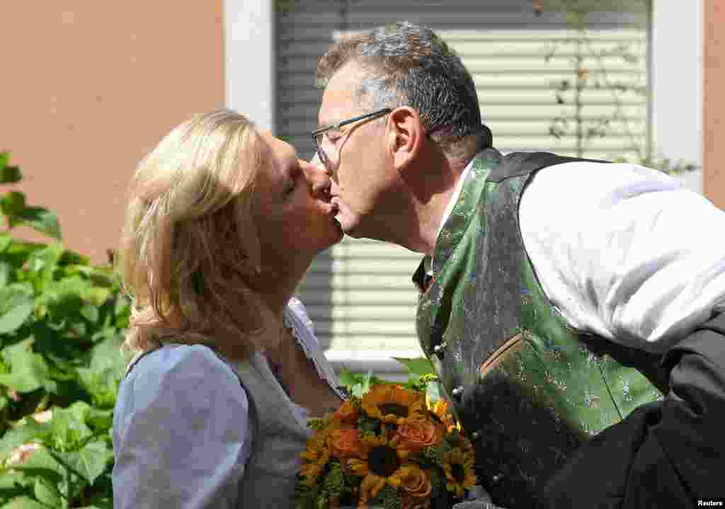 ВостаннєПутін був в Австріїна початку червня. Візит до Відня став першою поїздкою Путіна на Захід після йогопереобрання у березніна четвертий термін на посаду президента