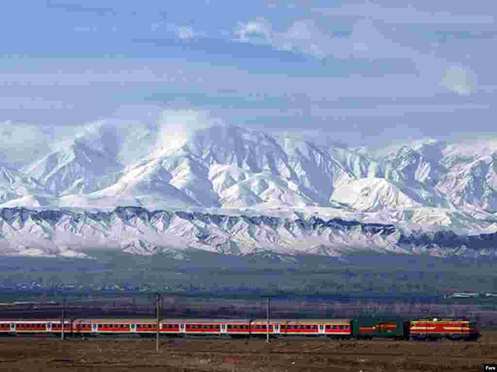 قطار آذربايجان در مسير تبريز به جلفا - گالری عکس و فیلم FARS
