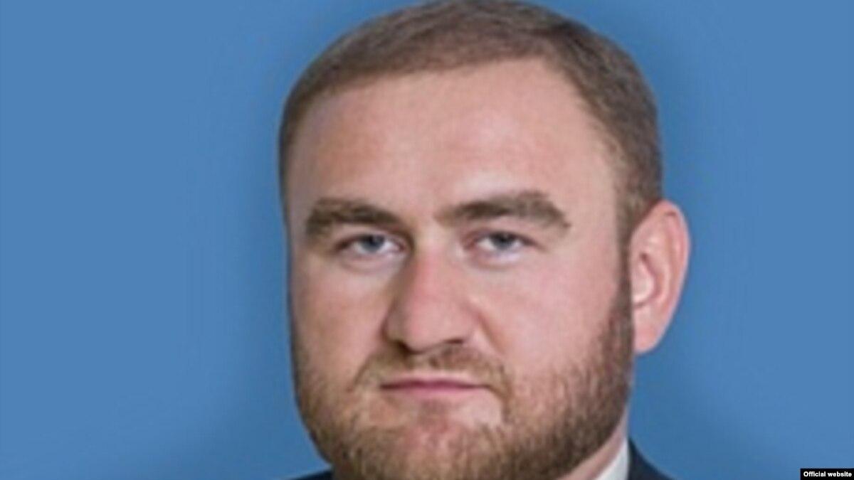 В России арестовали сенатора прямо во время закрытого заседания Совета Федерации