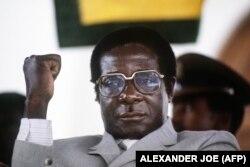 موگابه در ۱۹۸۴ در کسوت نخستوزیری