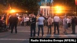 Протест против промена на името пред Собрание