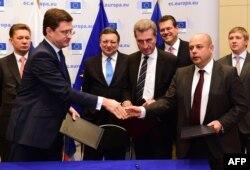 В Брюсселе 30 октября было подписано российско-украинское соглашение об условиях поставок газа на Украину и его транзита в европейские страны