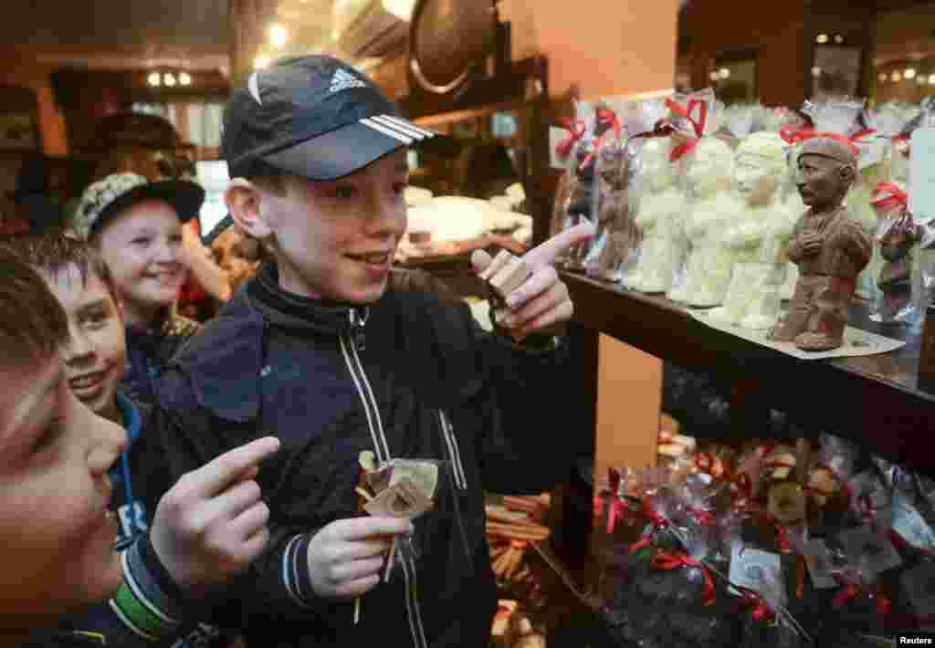 Children look at chocolate in the form of Russian President Vladimir Putin at the Lviv Chocolate Studio in western Ukraine. (Reuters/Roman Baluk)