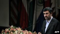محمود احمدینژاد در کنفرانس دو روزه تهران با موضوع خلع سلاح هستهای