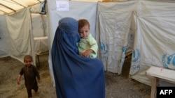 Әфганстанда качаклар лагере. 2013