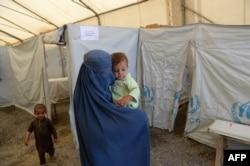 БҰҰ-ның босқындарға арналған лагері. Ауғанстан, Кабул, 20 маусым 2013 жыл.