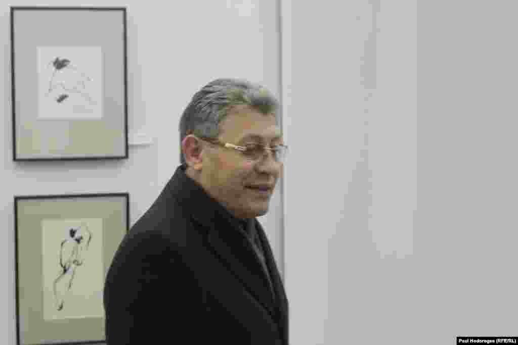 """Mihai Ghimpu: """"tăioase Domnule - și întrebările și grafica""""..."""
