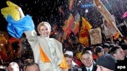 """Юлия Тимошенко была одним из лидеров """"оранжевой революции"""". За нынешними событиями на Майдане она наблюдает из тюрьмы"""