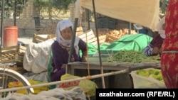 Будние дни жительницы Туркменистана.
