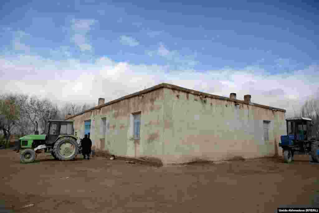 Дом местных фермеров братьев Шугураевых.