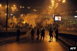Сторонники президента Мурси отбиваются от полиции