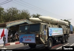 موشک بالستیک ذوالفقار در مراسم رژه نیروهای مسلح ایران در بندرعباس