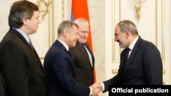 Armenia -- Prime Minister Nikol Pashinian (R) meets with the co-chairs of the OSCE Minsk Group in Yerevan, February 20, 2019.