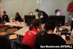 Волонтеры в штабе помощи пострадавшим