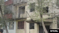 Қандыағаштағы жартылай бұзылған тұрғын үйлер. Ақтөбе облысы, 26 қыркүйек 2009 жыл.