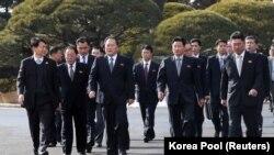 Делегация Северной Кореи на переговорах в Пханмунджоме.