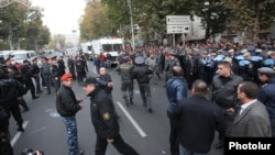 Armenia - Mashtots Avenue in Yerevan blocked by riot police after clashes with protesters, 5Nov2013.