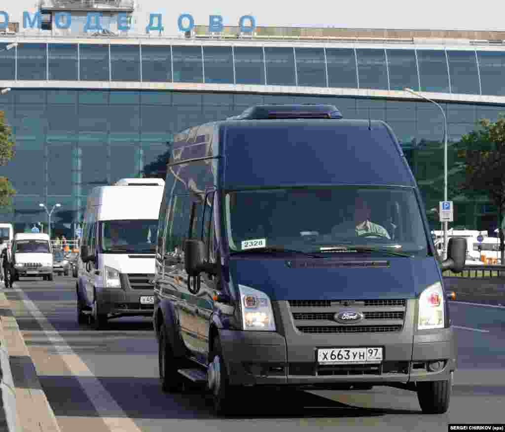 A minibus motorcade carrying 10 Russian spies deported from the United States moves from Domodedovo Airport towards central Moscow on July 9, 2010.