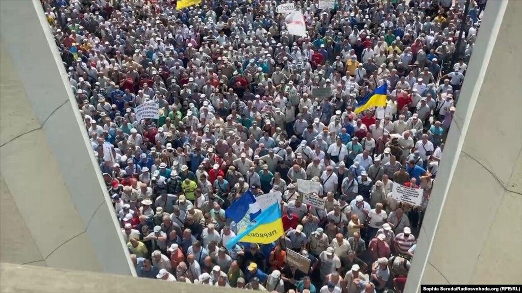 Так виглядала акція протесту з вікон Верховної Ради України
