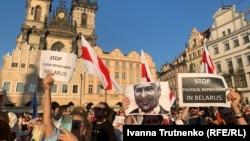 Manifestații de solidaritate cu protestele din Belarus, Praga, 16 august 2020.