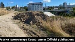 Грунты размещены предприятием, которое проводит работы по капитальному ремонту сетей водопровода на территории Севастополя