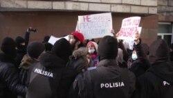 Полиция в Казахстане 9 часов продержала на морозе протестующих против выборов
