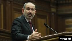 Armenian Prime Minister Nikol Pashinian in parliament (archive photo)