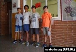 Зьлева направа: Азэдзін, Самуэль, Ной, Артур