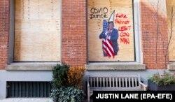 Анти-трамповское граффити в день выборов в нью-йоркском районе Сохо