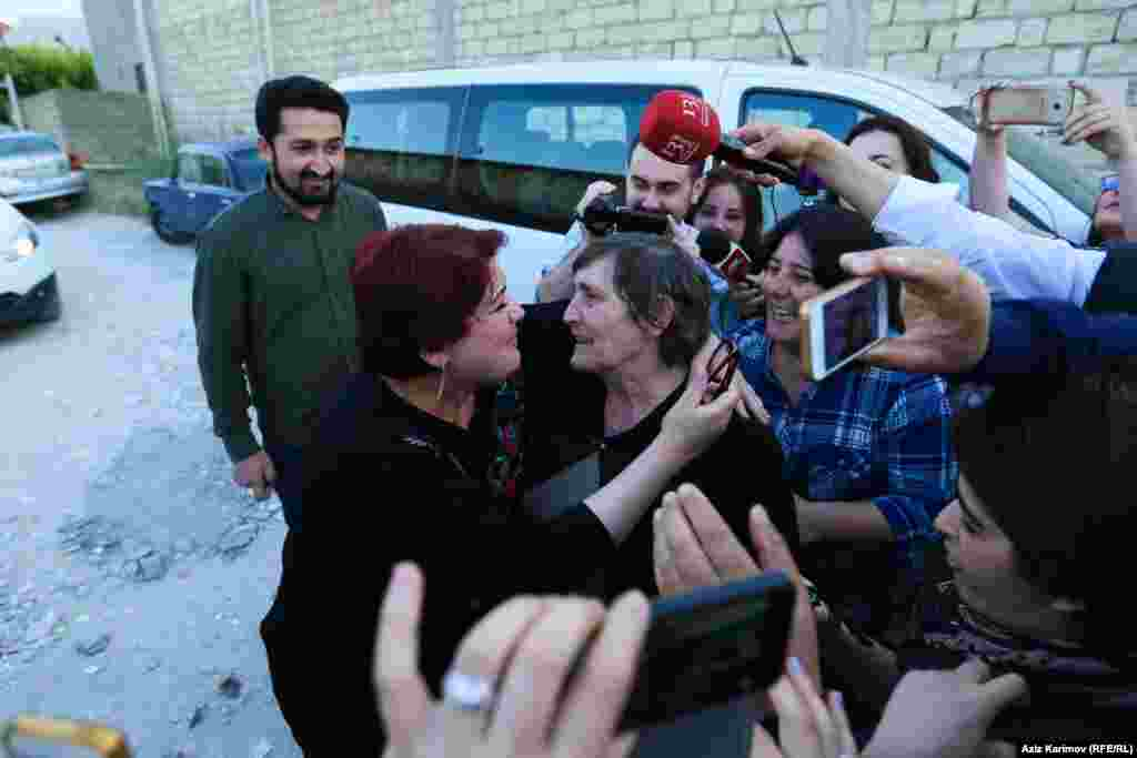 Khadija Ismayilova (left) is greeted by her mother, Elmira, after being released on May 25.