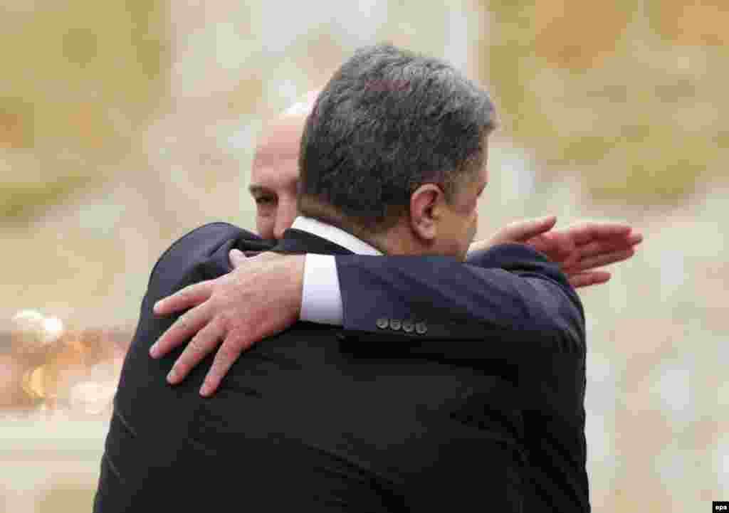 2015 год Александр Лукашенко и Петр Порошенко