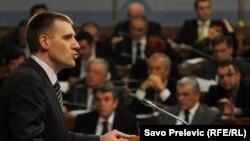 Premijer Crne Gore Igor Lukšić sa poslanicima - iz arhive