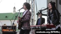 Гурт Naviband выступае на «Дні Швэцыі»ў Менску
